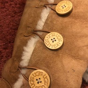 UGG Shoes - 👢Authentic Ugg Bailey Button Triplet II 👢